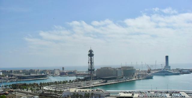 Подвесная канатная дорога над портом Барселоны.