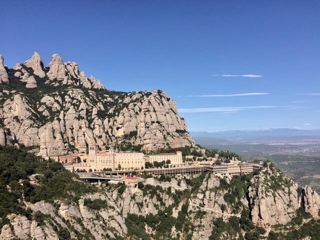 Вид на бенедиктнский монастырь Монтсеррат.